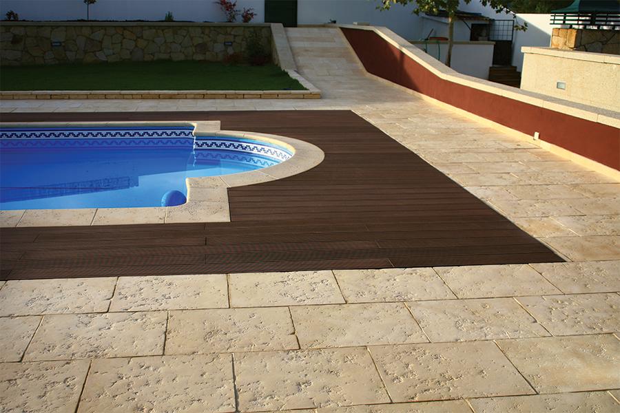 Pavimentos para piscinas stunning suelo para terraza y - Pavimento para exterior ...