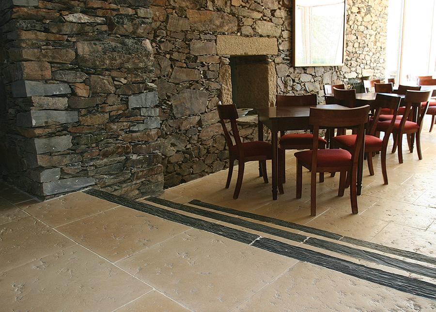 Pavimento merida pavimento em pedra natural reconstitu da - Pavimentos rusticos para interiores ...